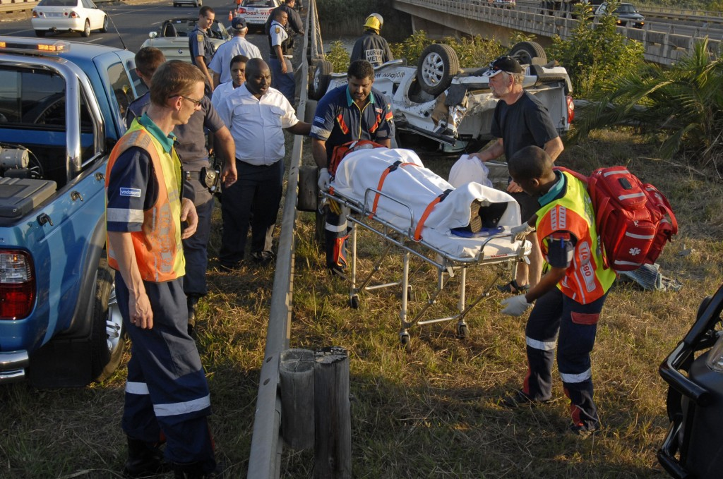 Bakkie loses control and causes accident near N2 Illovo River Bridge