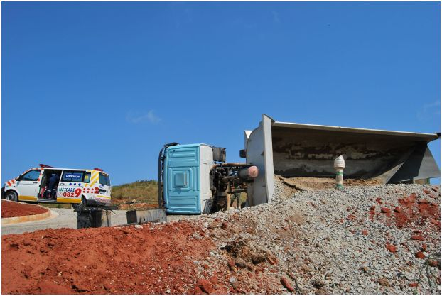 Construction tip truck overturns in Shelly Beach