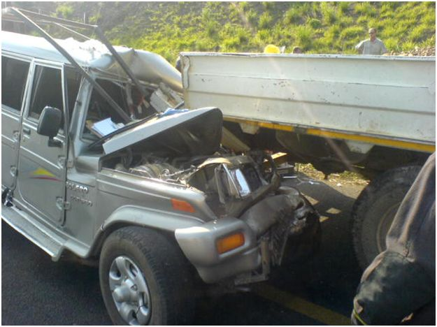 Jaws of life used to fee injured in N2 accident