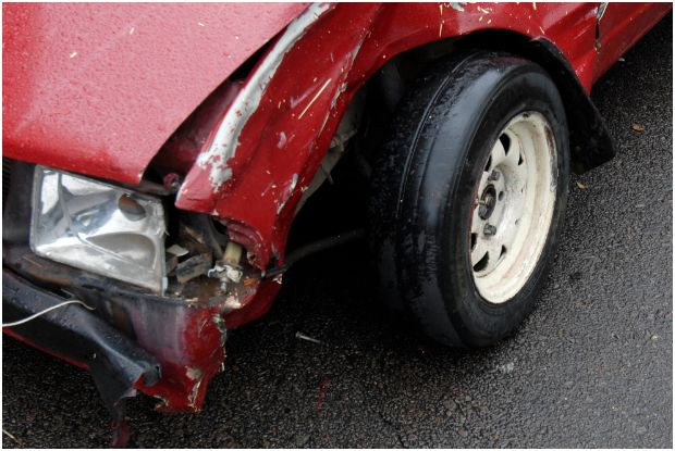 3 People injured in accident with unroadworthy vehicle