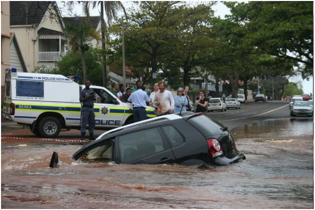 Photos of giant sink hole in Durban