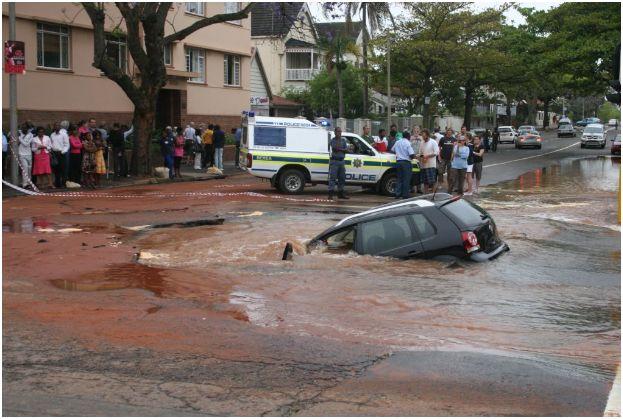 More giant sinkholes opening, us media blackout?  Pot-hole-6