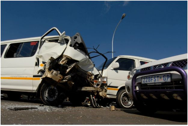 Taxi accident in early morning in Boksburg