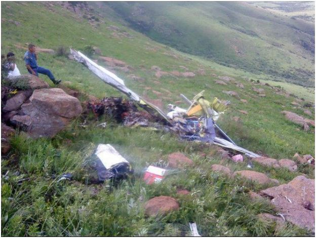 Photos of plane crash near Harrismith