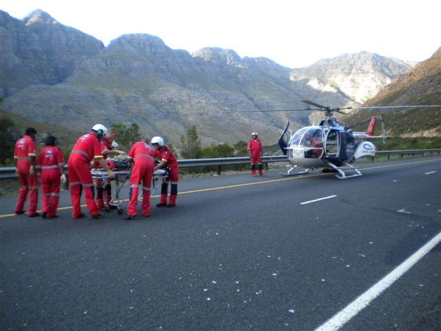 ER24 Paramedics preparing for Air Rescue