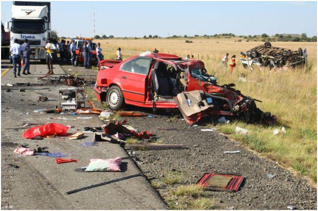 Photos of horrific head-on collision outside Bloemfontein