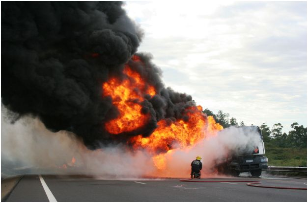 Photos of petrol tanker on fire on N3 after fatal accident