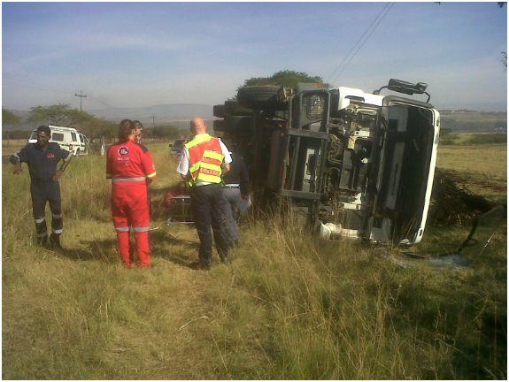 truck-overturns-2