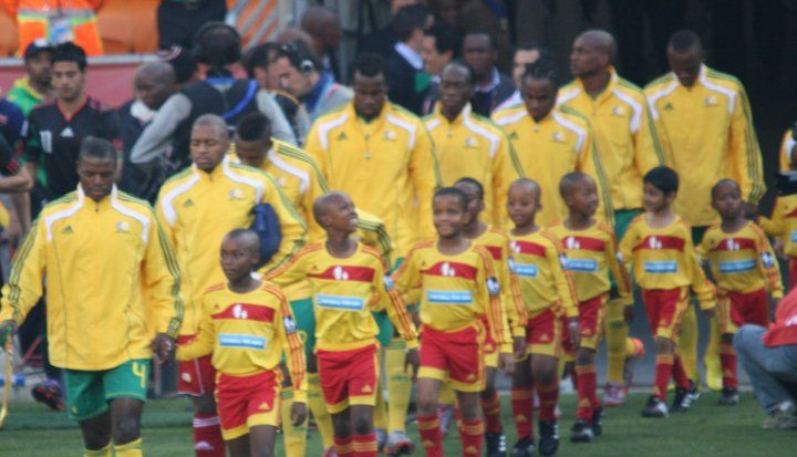 Bafana Bafana accompanied by future stars! / Photo by Chris Botes