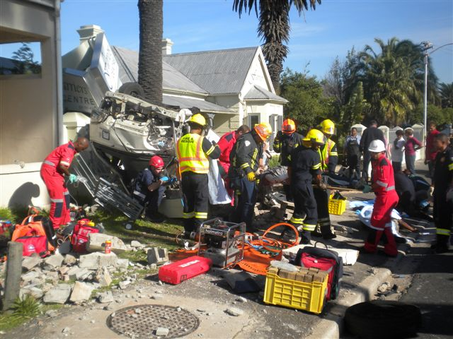 Photos from taxi crash at intersection in Constantia