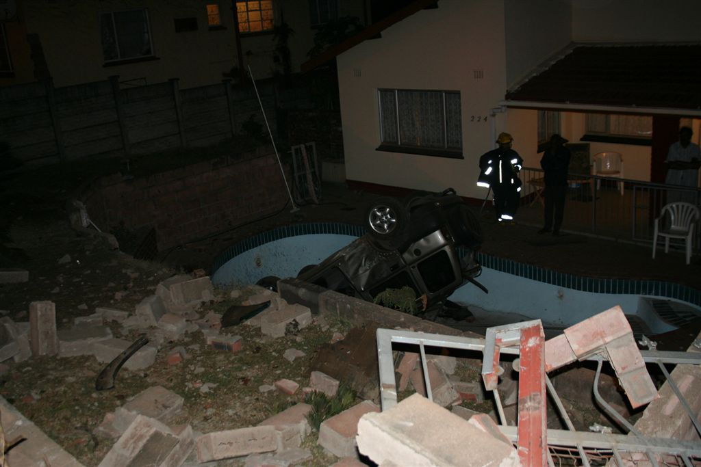 Car Crashed into Empty Pool in Durban