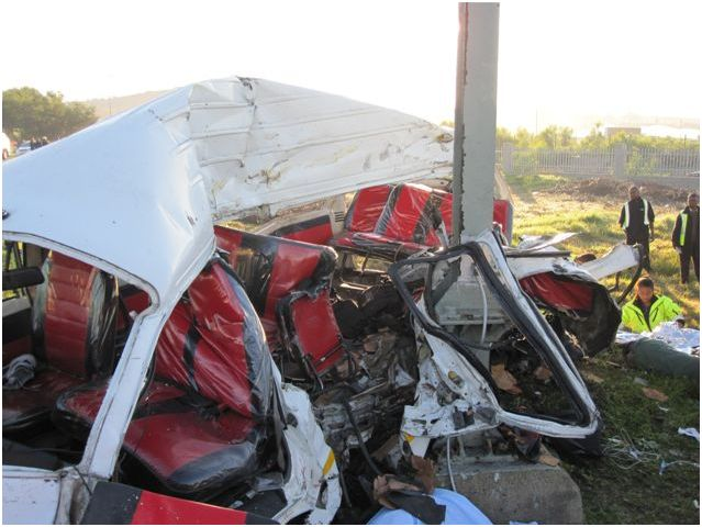 Photos from tragic accident at level crossing in Cape Town
