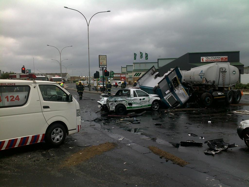 Ten Vehicles and Two Trucks involved In Serious Collision in Montague Gardens