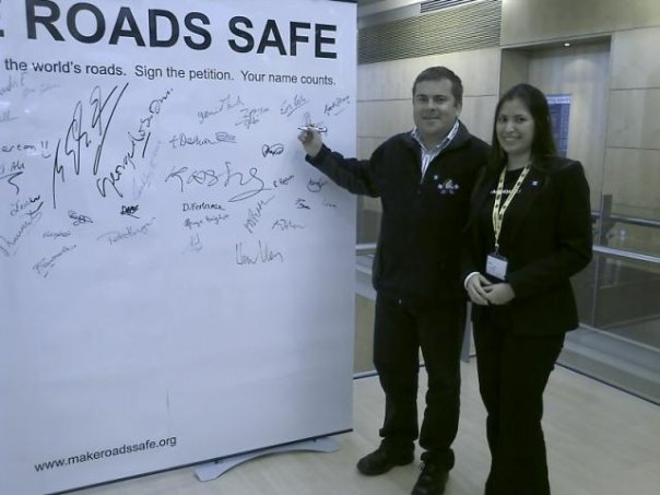 Johan Jonck signs the Pledge Wall 18 June 2008 at Make Roads Safe Conference