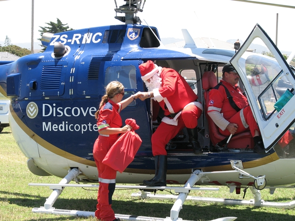 ER24 Discovery Medicopter lends a helping hand to Father Christmas