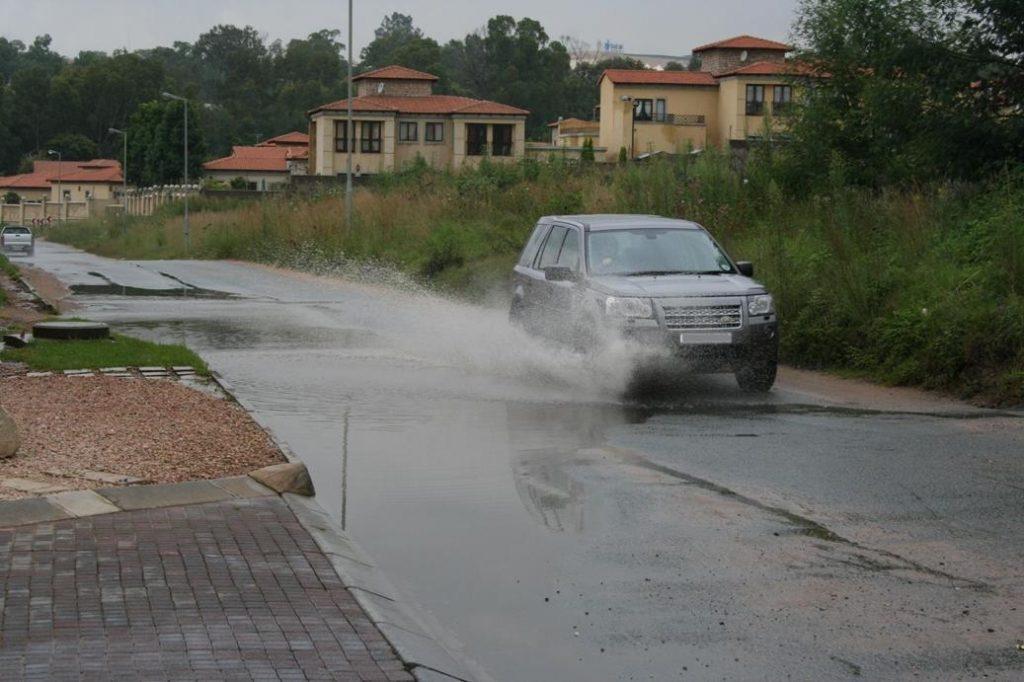 Flooded Gauteng roads a risk to motorists