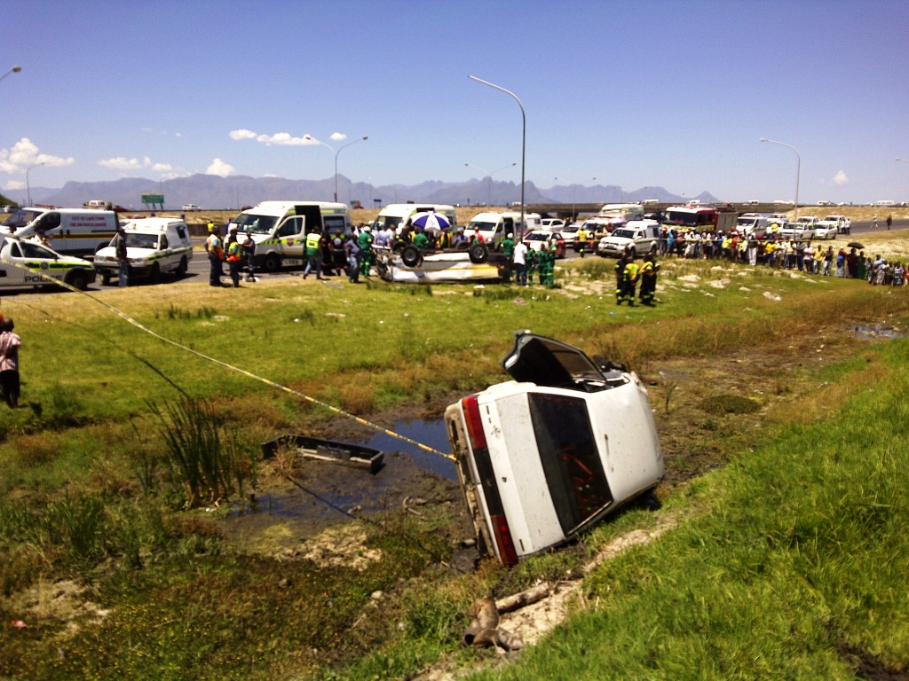 One Dies and 16 Others Seriously Injured after a Minibus Taxi Overturned on the N2 Highway