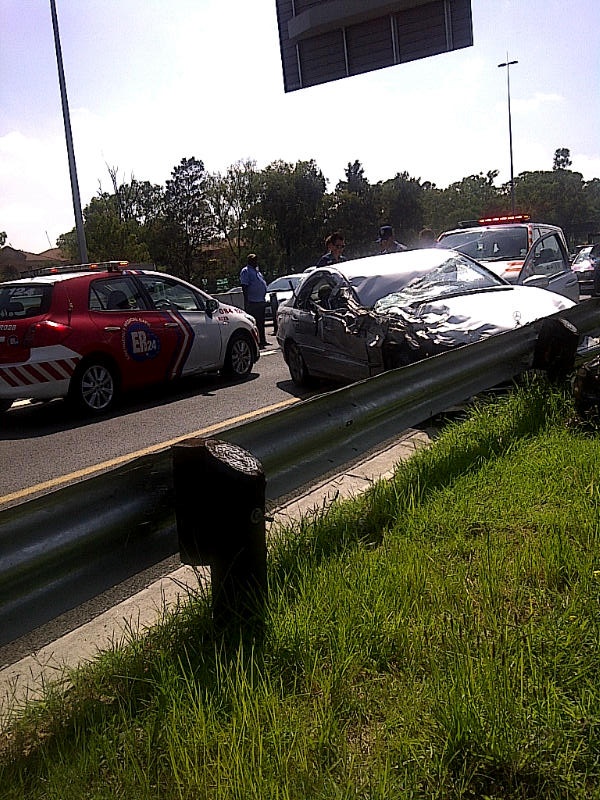 Fatal Accident as Mercedes crashes into construction truck on N1 Rivonia