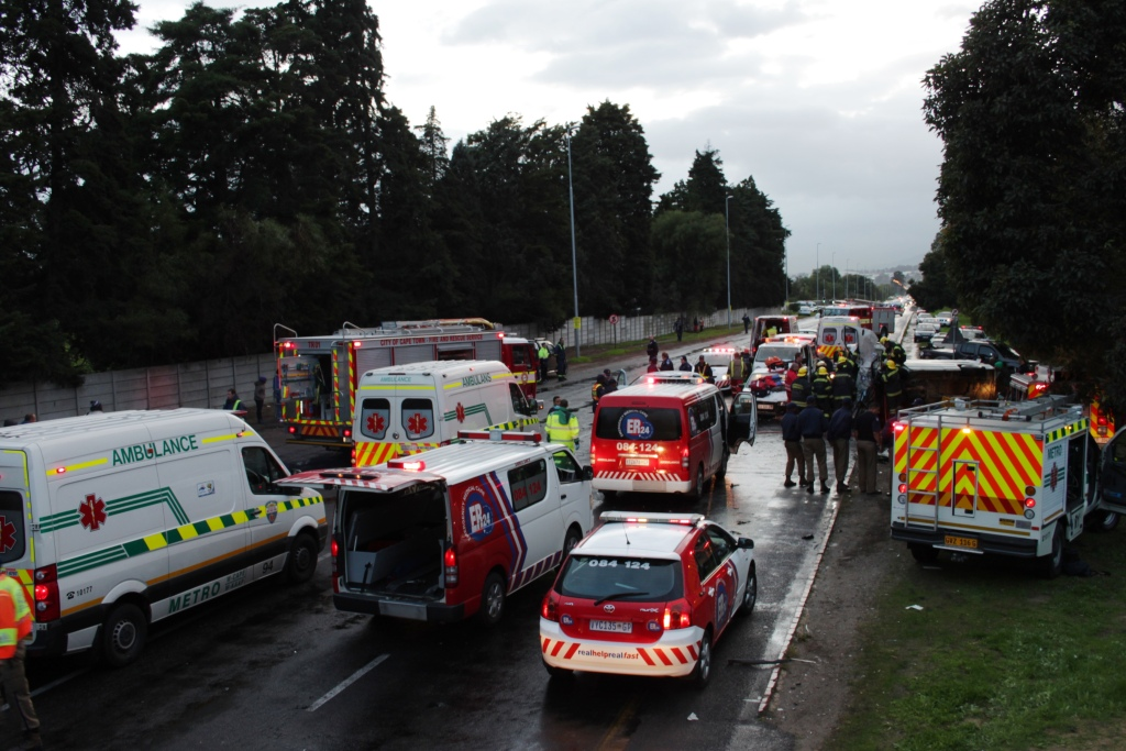Two die in head-on collision on Old Paarl road