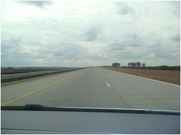 How many kilometres of RSA roads are tarred vs un-tarred?