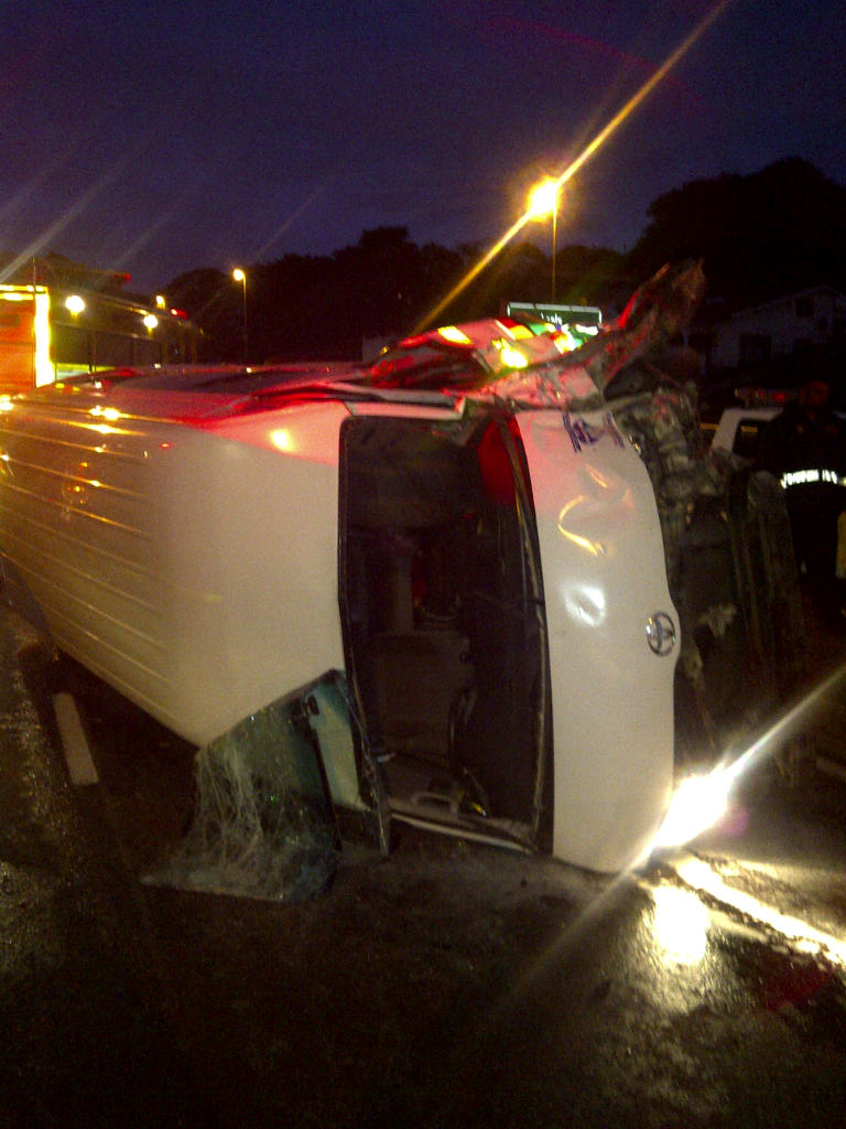 12 Injured in Taxi Accident at Intersection
