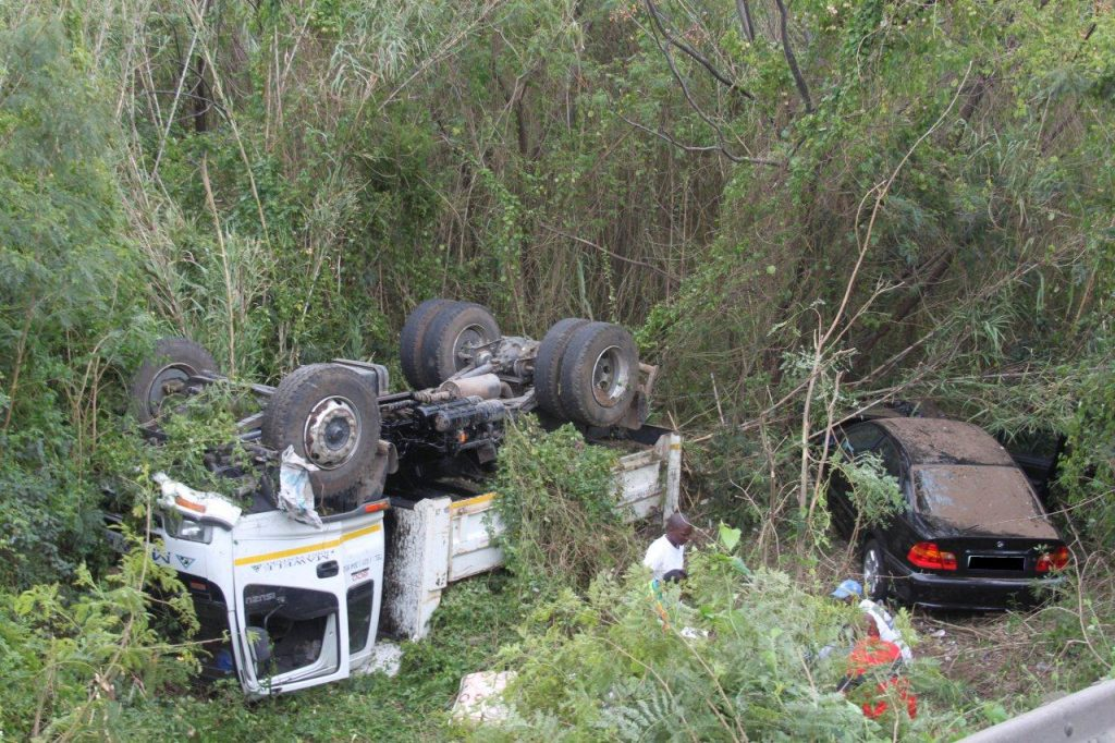 Truck And Two Cars Involved In Accident before Spaghetti Junction, 2 Seriously Injured