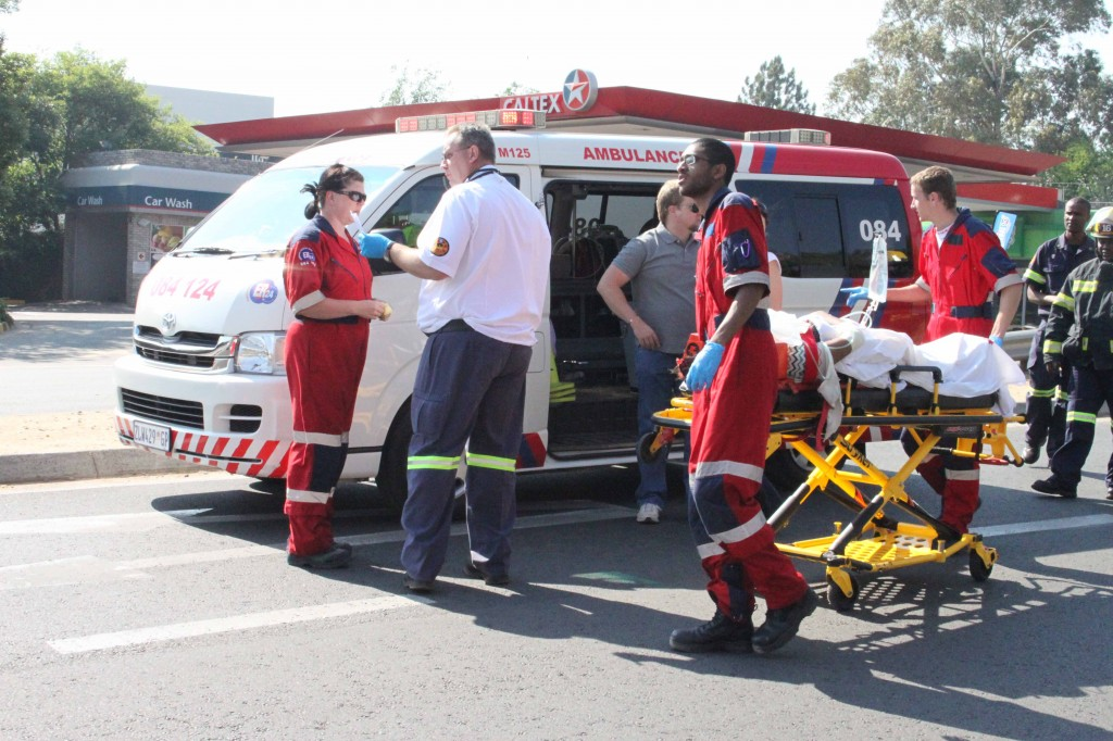 Pregnant woman knocked down by a car in William Nicol