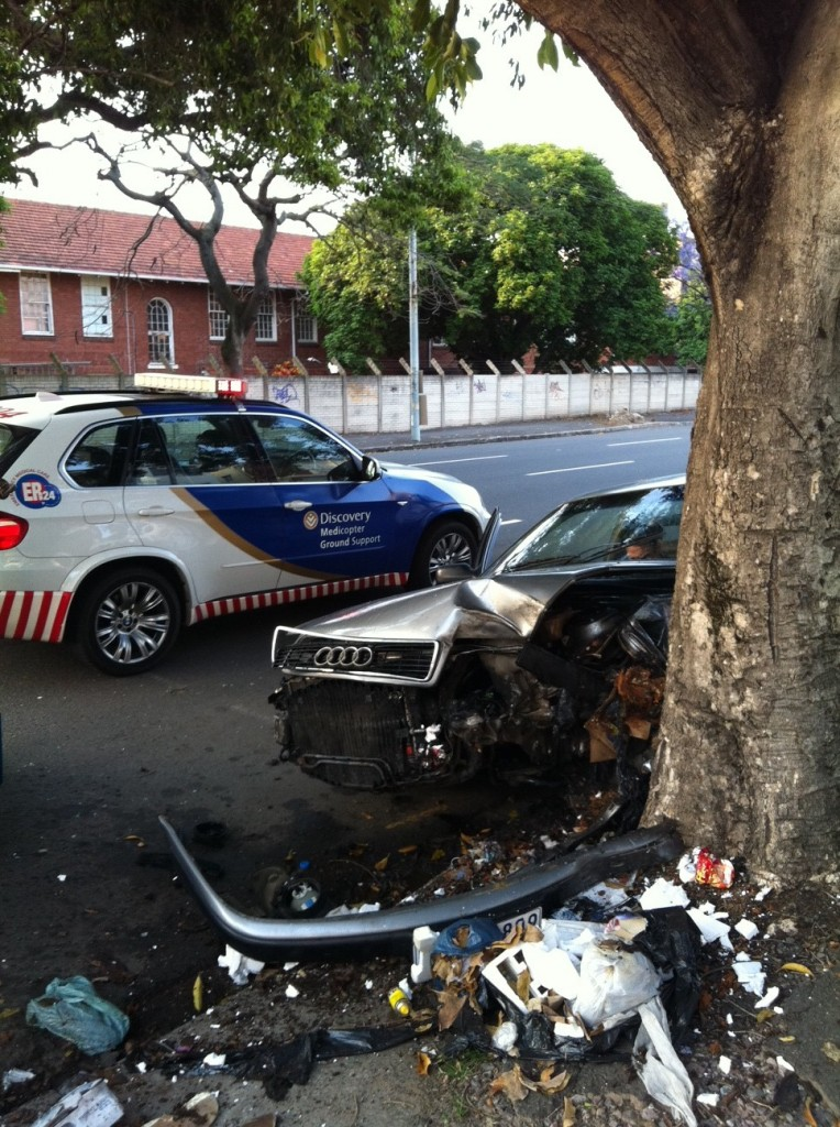 Driver Crashes Into Tree on Umbilo road