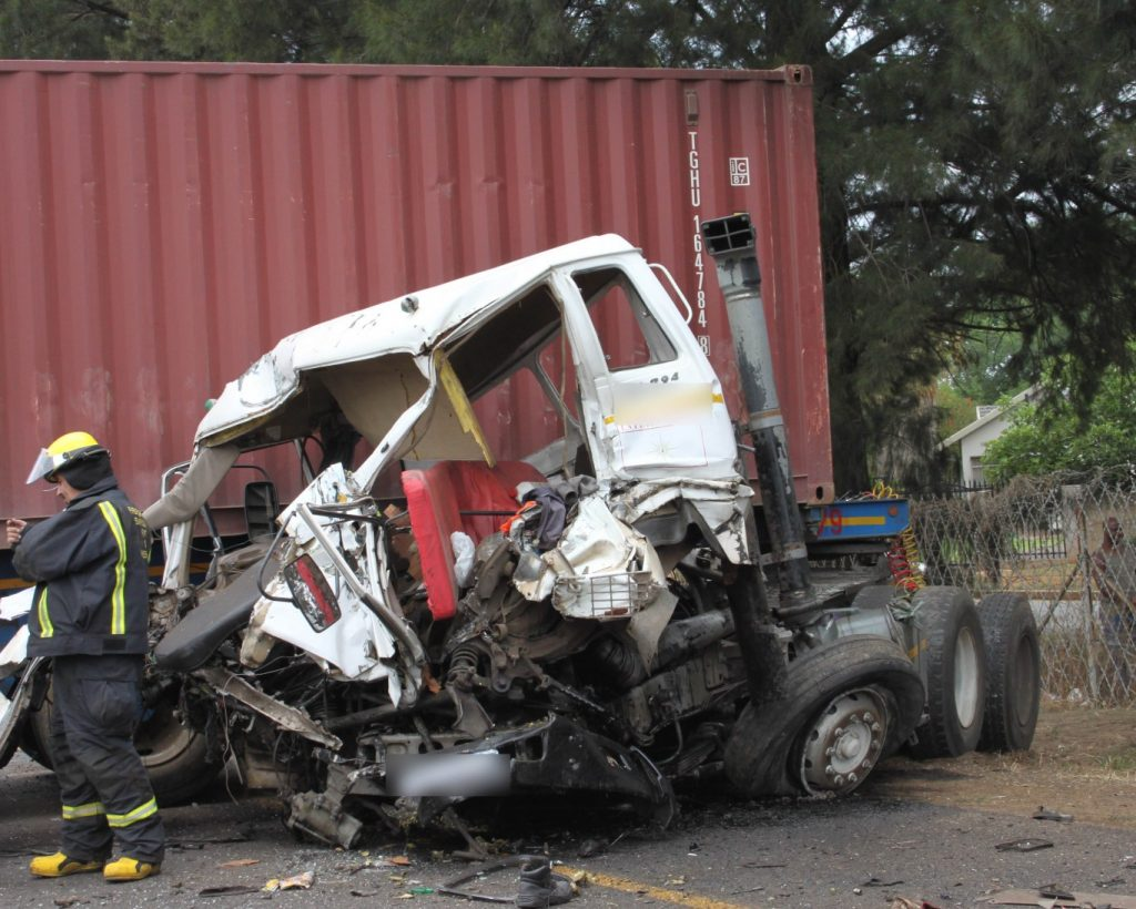 Truck driver killed in two truck accident R59 after Ring Road