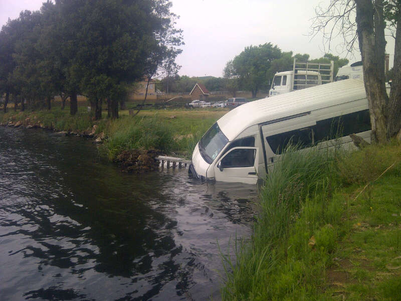 Taxi crashes into shallow dam
