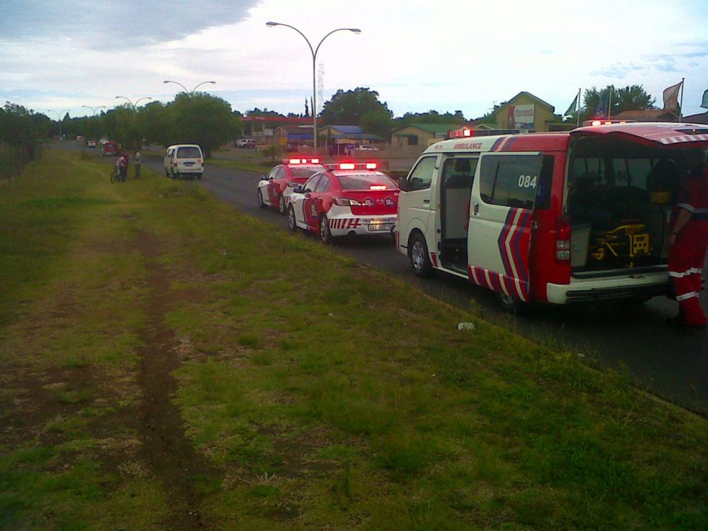 Woman jumps from moving taxi on Louis Trichardt Boulevard