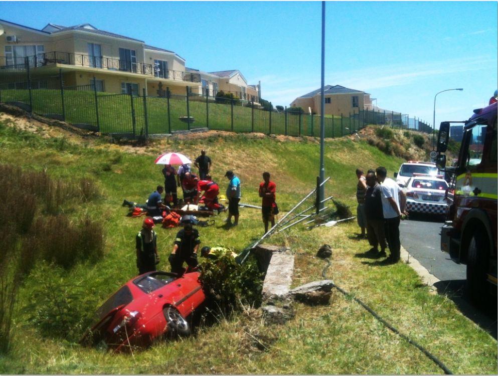 Vehicle crashes on De Waal drive