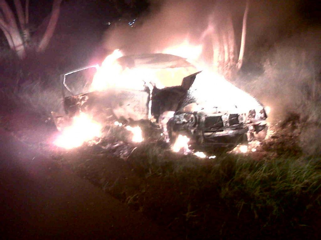 4 Escape from blaze after car accident