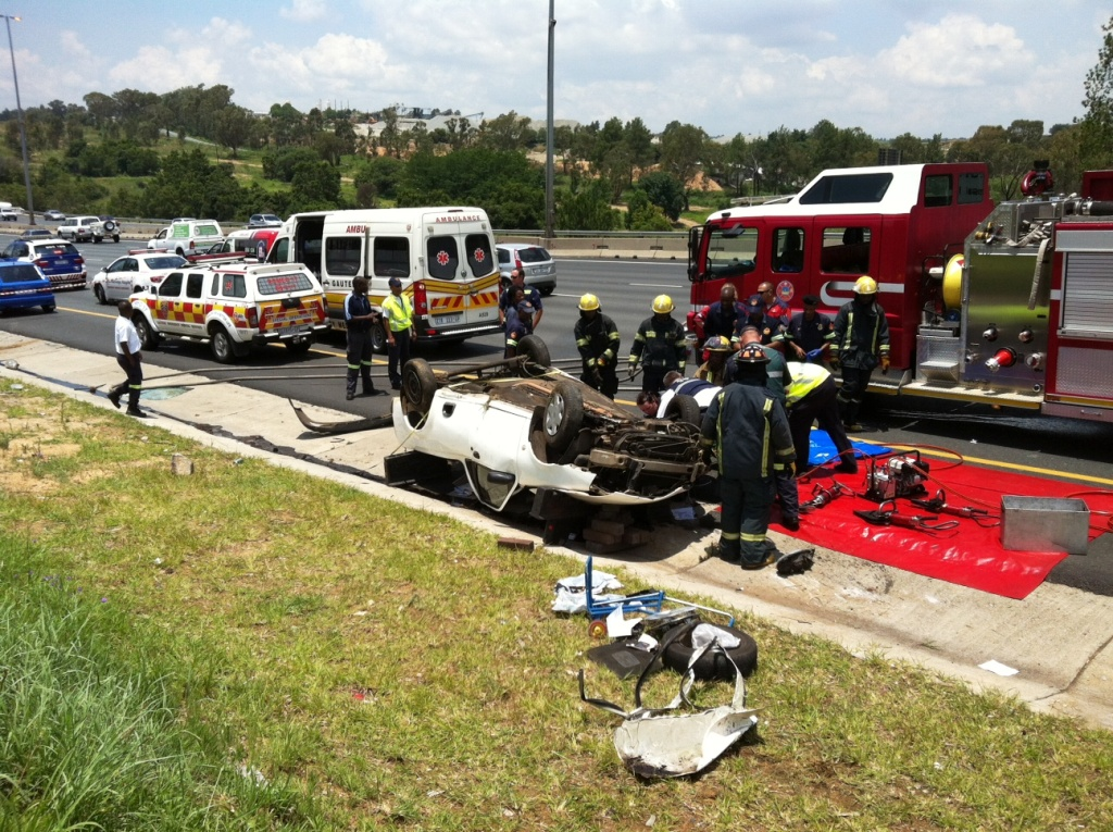 Young man killed as bakkie rolls on the N1 in Midrand