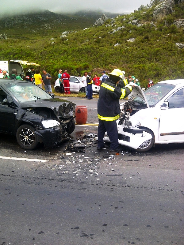 3 injured in 4 vehicle collision near Grabouw