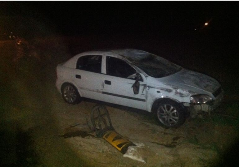 4 Escape injury after vehicle overturns on road under construction