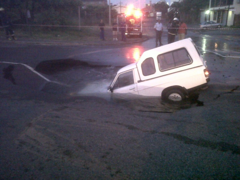 Bakkie Falls into Sink Hole in Voortrekker road in Durban [Photos]
