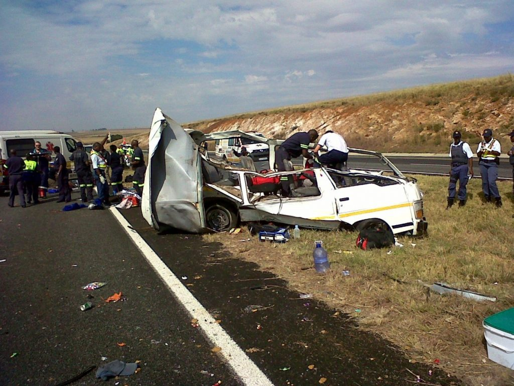4 die and 7 other injured in N3 Grootvlei minibus collision