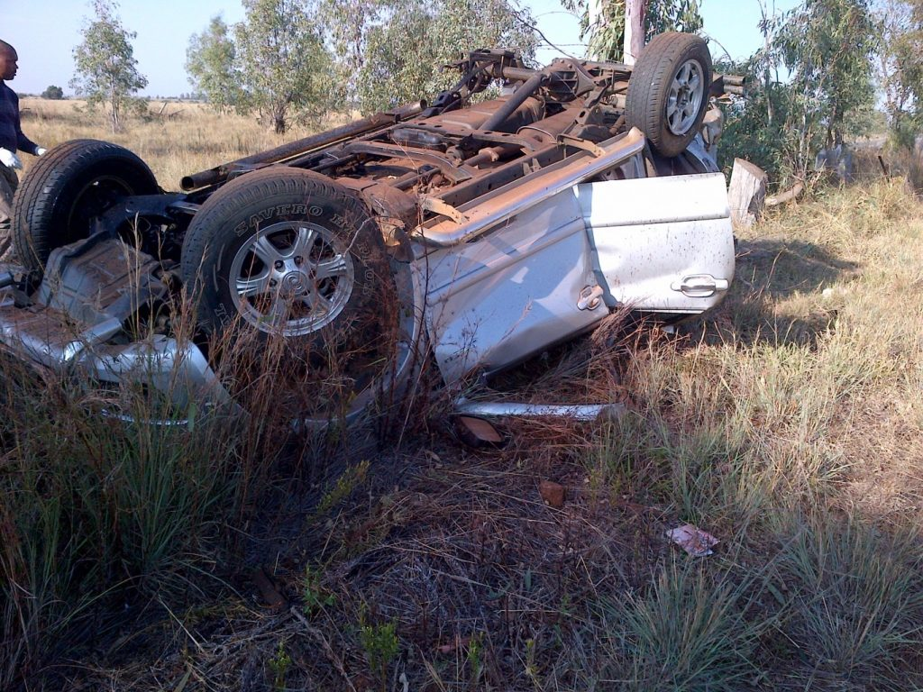 Bakkie rolls on the R30 Ventersdorp