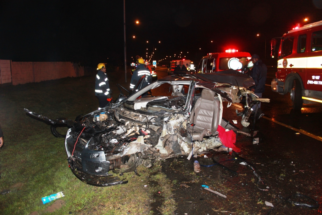 Two die and four others injured in N1 Goodwood collision
