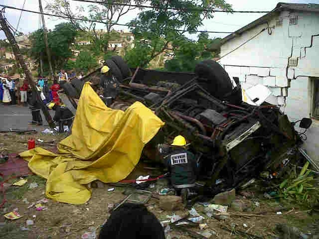 Four people have died and approximately 80 injured in KwaDabeka bus crash