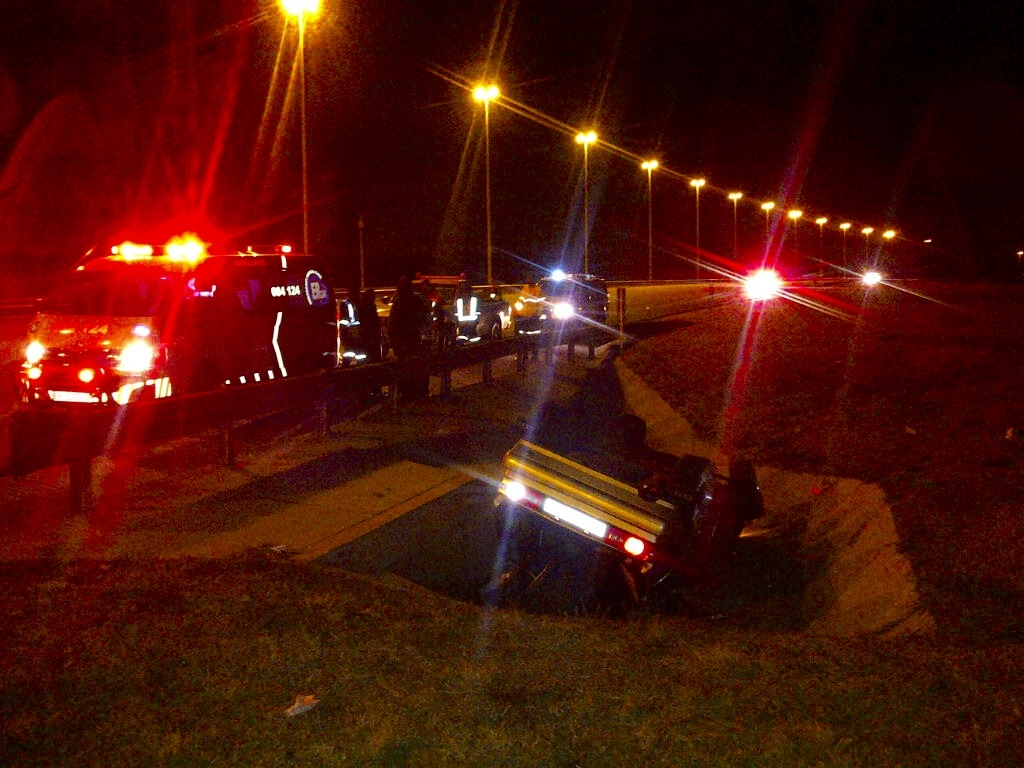 Two injured after vehicles rolls onto roof, N1 Soweto