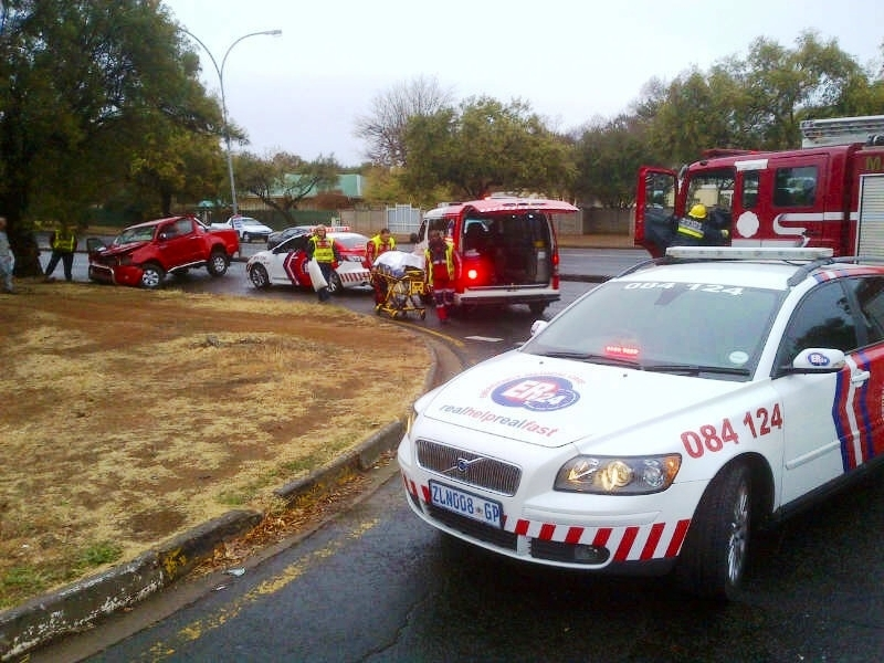 Bakkie collides with tree in Dan Pienaar in Bloemfontein