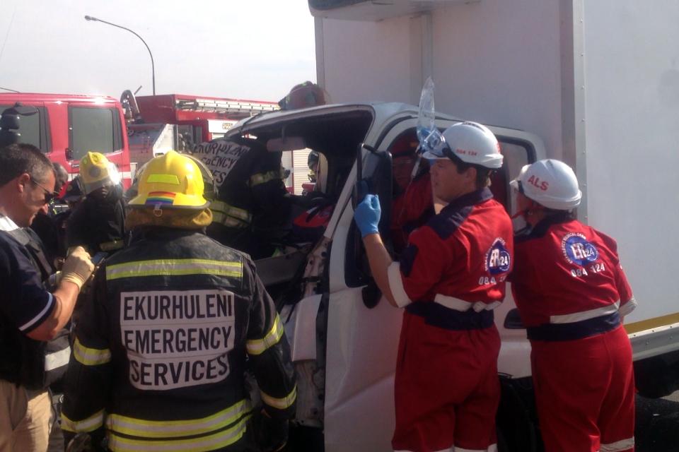 Truck and bakkie collide in Boksburg