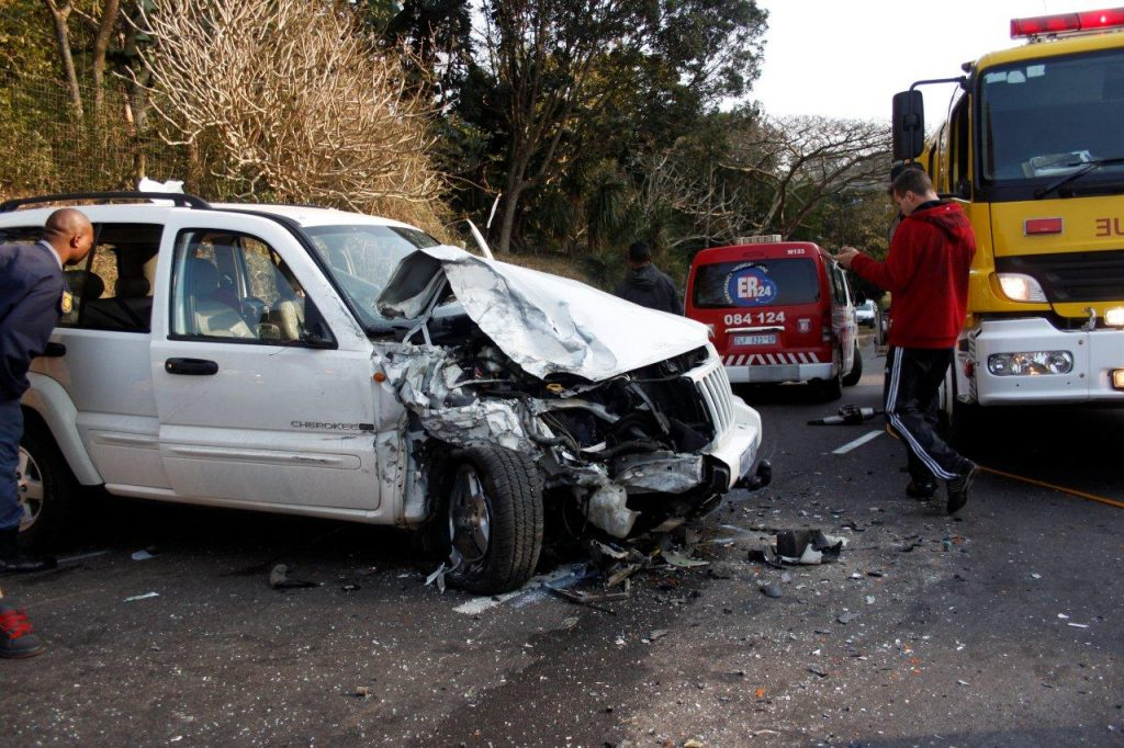 Head On Collision in Kloof Leaves Both Drivers In Serious Condition
