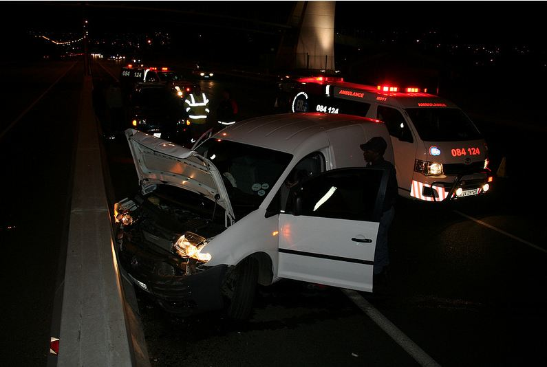 Driver Loses Control And Crashes Into Concrete Barrier On The N1