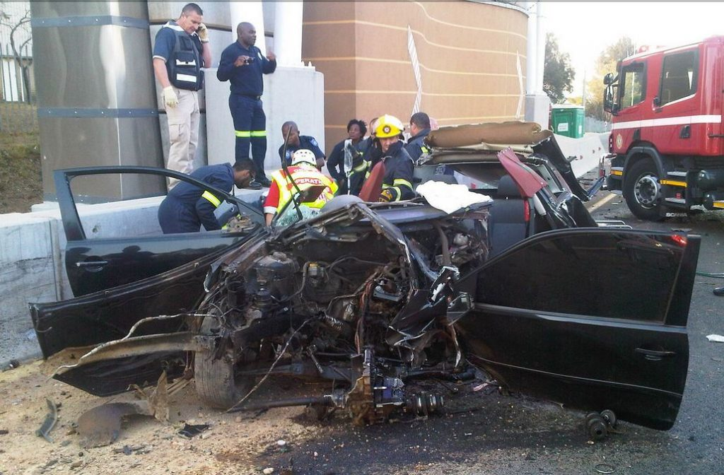 Driver critically injured after horrific R21 crash [Photo]
