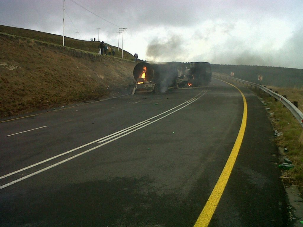 Two Killed in collision between a bakkie and a tanker on the N2 about 20km outside of Kokstad
