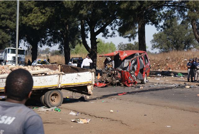 One killed and six injured in taxi and truck accident on Main Reef Road