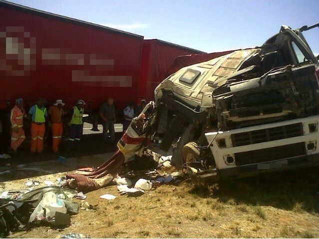 Driver injured on three truck pileup in the N1 outside Bloemfontein